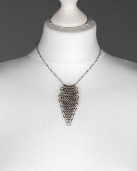 The stainless steel chain maille short leaf necklace
