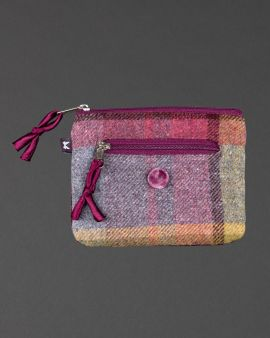 The front of the purse in tweed with the two zipped compartments.